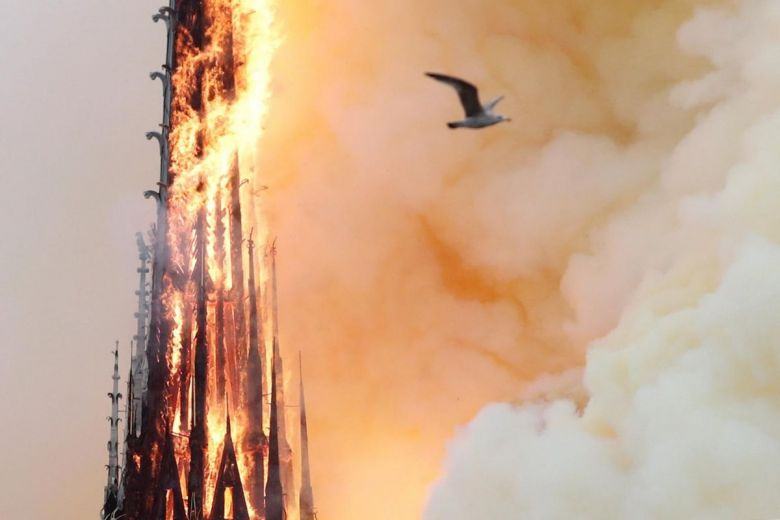 Notre Dame, Mater Ignita:     Η Κυρία μας η Φλεγόμενη