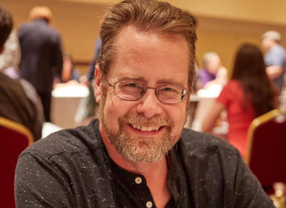 Fundraising για τον συγγραφέα James A. Moore