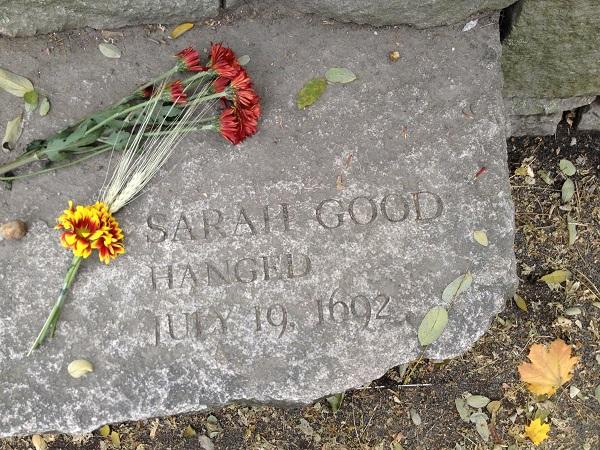 Μάγισσες: Πλάκα στην μνήμη της Σάρα Γκουντ στο Σάλεμ.